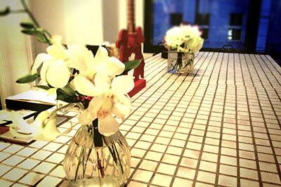 白い花とカウンター|骨格診断を活かせない理由