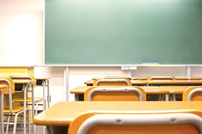 小学校の教室|40代・授業参観の服装、クラスで浮かないために。